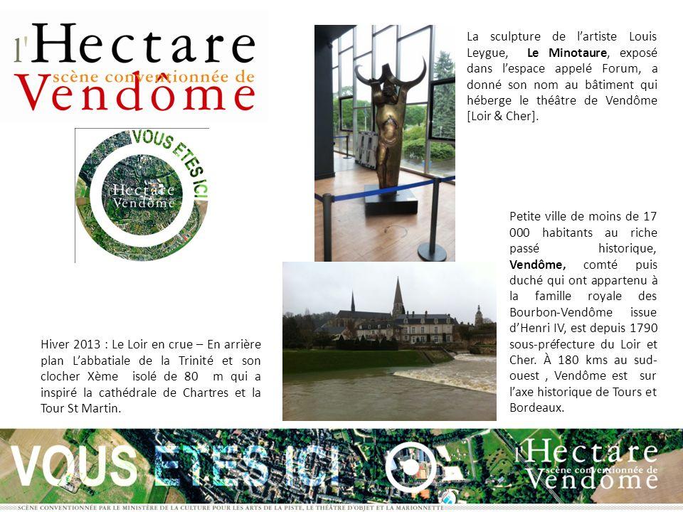 La sculpture de l'artiste Louis Leygue, Le Minotaure, exposé dans l'espace appelé Forum, a donné son nom au bâtiment qui héberge le théâtre de Vendôme [Loir & Cher].